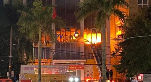 Danh tính 2 cô gái trẻ tử vong thương tâm trong vụ cháy tòa nhà ngân hàng dầu khí ở Thanh Hóa