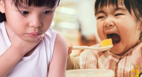 Cha mẹ tránh cho trẻ ăn những món ăn này dịp Tết dù chỉ một miếng kẻo hối không kịp