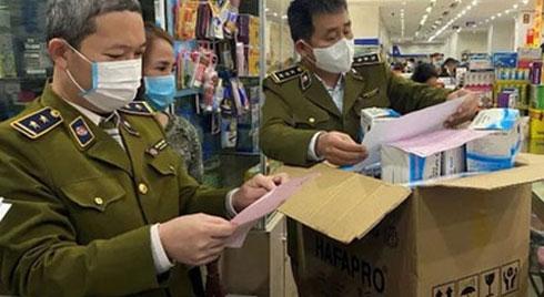Niêm phong hiệu thuốc nâng giá khẩu trang gấp 10 lần ở Hà Nội