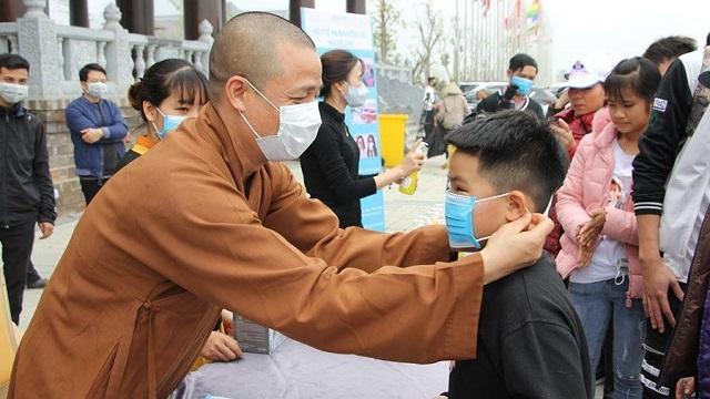 Chùa Tam Chúc chuẩn bị 10 vạn khẩu trang phát miễn phí cho du khách