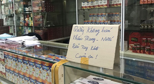 """Người Hà Nội bức xúc khi chợ thuốc Hapulico đồng loạt treo biển """"không bán khẩu trang, nước rửa tay, miễn hỏi"""""""
