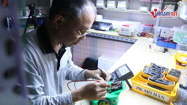 Thầy giáo bán 2 ô tô, 1000 đồ cổ xây phòng thí nghiệm cho học sinh