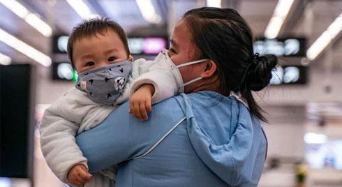 """Bố mẹ nên làm gì để trở thành """"lá chắn"""" cho con tránh bị lây nhiễm virus corona?"""