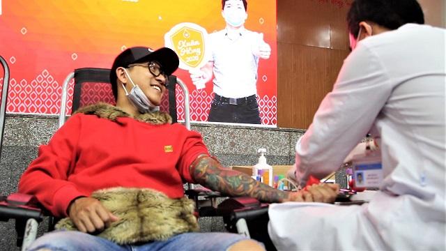 Ca sĩ Tuấn Hưng hồi hộp khi lần đầu đi hiến máu