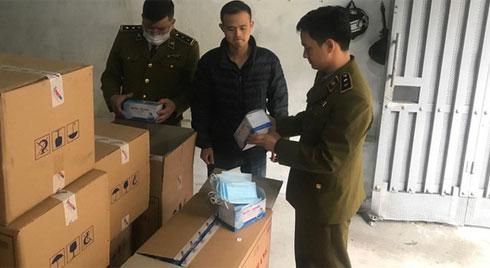 Hà Nội: Phát hiện người Trung Quốc mua gom số lượng lớn khẩu trang tập kết tại biệt thự