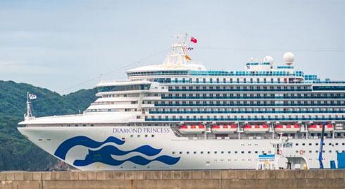 Số ca nhiễm virus corona trên du thuyền ở Nhật tăng vọt lên 136