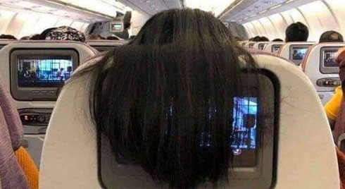 Nhức mắt với hành động xấu xí của nữ hành khách trên máy bay, dân mạng mách cách giải quyết cực 'gắt'