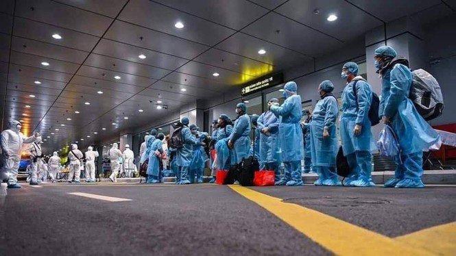 Chuyện về 3 bác sỹ là hành khách đặc biệt trên chuyến bay Vũ Hán-3