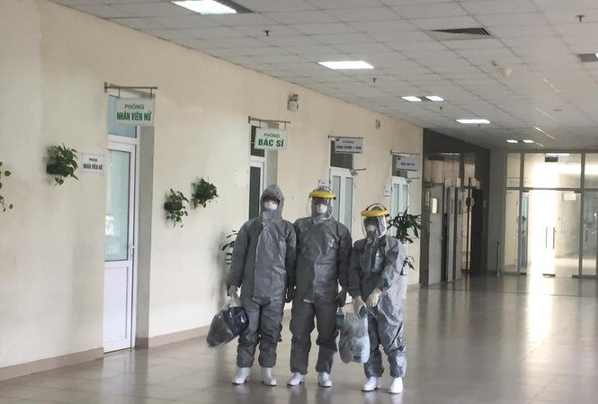 Chuyện về 3 bác sỹ là hành khách đặc biệt trên chuyến bay Vũ Hán-1