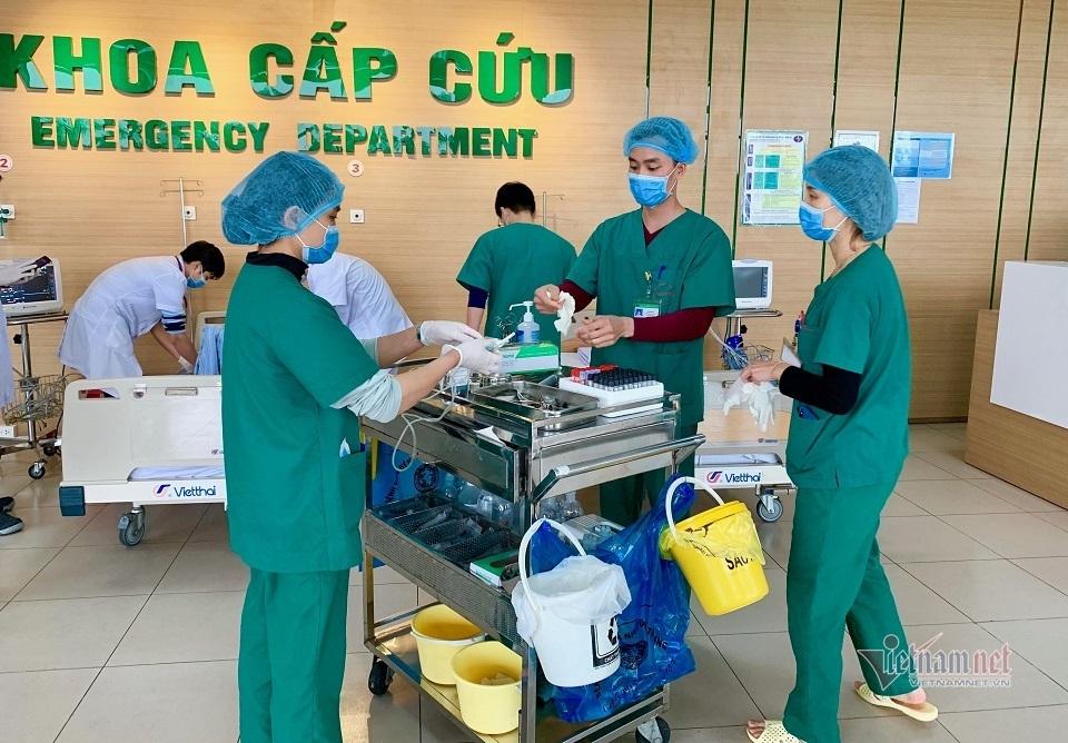 Chuyện về những bác sĩ tuyến đầu chống dịch virus corona ở Việt Nam-3