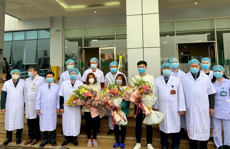Chuyện về những bác sĩ tuyến đầu chống dịch virus corona ở Việt Nam-4