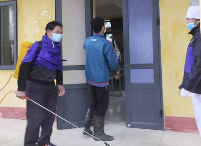 38 học sinh ở Vĩnh Phúc sốt, ho, khó thở đang được theo dõi-1