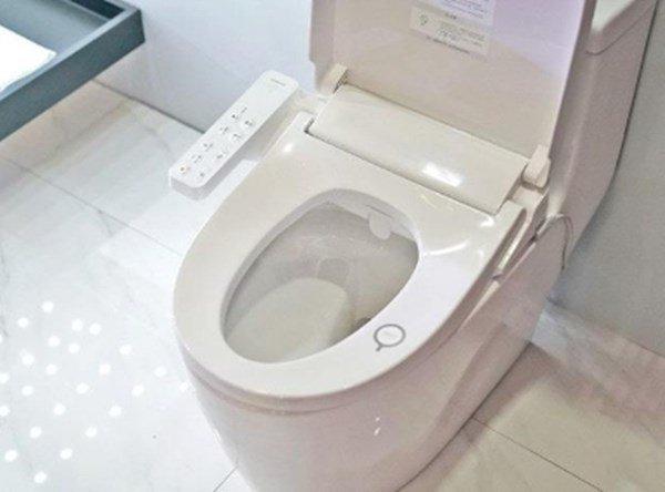 Không chỉ có bồn cầu, đây là 6 nơi cực bẩn trong nhà vệ sinh mẹ nên dọn hằng ngày-3