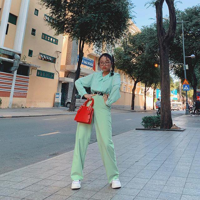 Phương Mỹ Chi ngày càng ăn mặc sành điệu, đến túi hiệu vài chục triệu cũng tậu liền tay-16
