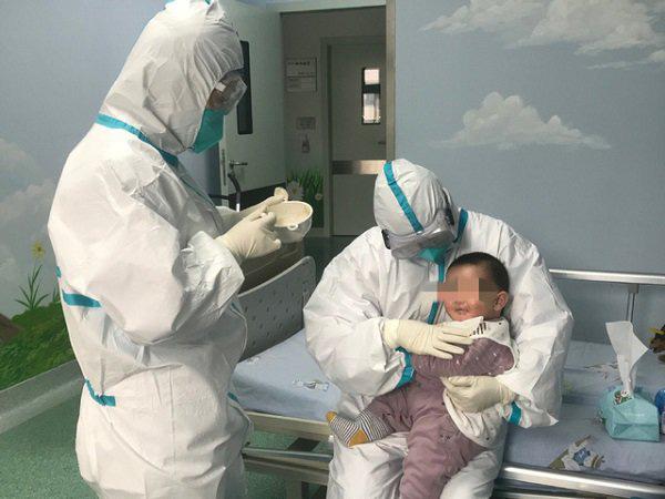 Bé 3 tháng tuổi dương tính Covid-19 ở Vĩnh Phúc được chuyển đến Bệnh viện Nhi trung ương-1