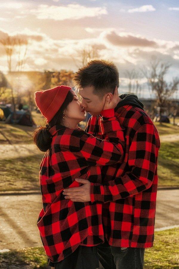 Học hỏi những cặp vợ chồng đình đám Vbiz lên đồ Valentine hâm nóng tình cảm-14