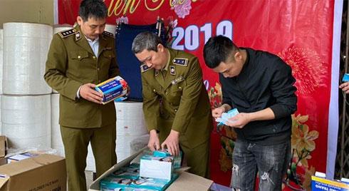 Chủ công ty sản xuất khẩu trang bằng giấy vệ sinh có thể bị phạt đến 15 năm tù