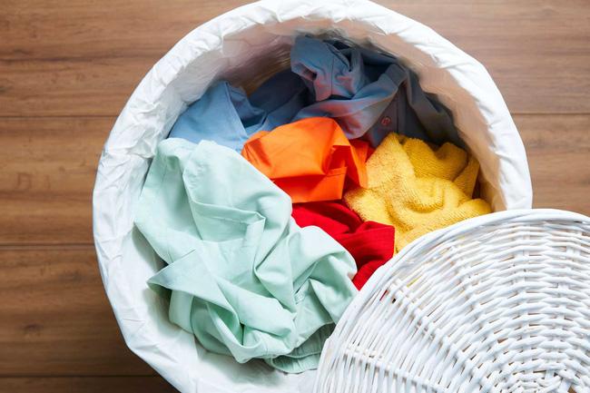 Quần áo của người nghi nhiễm virus corona: Giặt riêng thôi là chưa đủ, chuyên gia tiết lộ thêm điều cần làm nếu không bạn vẫn bị lây nhiễm như thường!-1