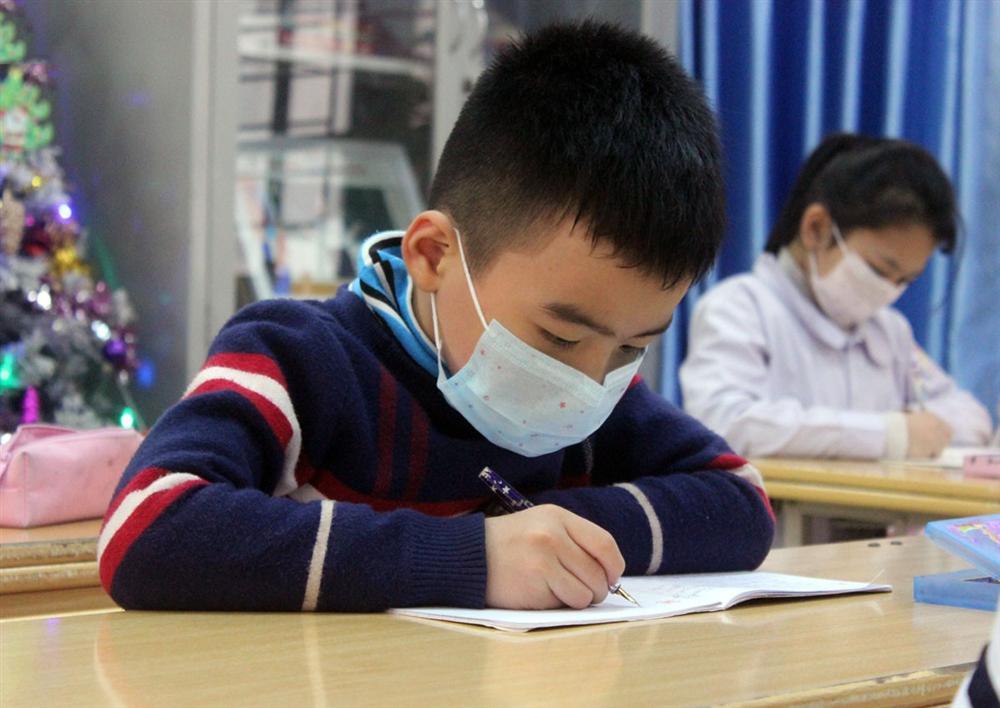 Bố mẹ đi làm, trẻ nghỉ học phòng dịch Covid-19 ở nhà vẫn tự phục vụ bản thân rất tốt chỉ cần được giáo dục kỹ năng này-1