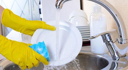Những sai lầm rửa bát nhà nào cũng dễ mắc phải, khiến vi khuẩn tích tụ, ủ bệnh cho cả nhà