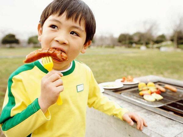 Điểm danh 4 thực phẩm có thể gây ung thư cho trẻ, 3 thứ hầu hết các bé đều nghiện-3