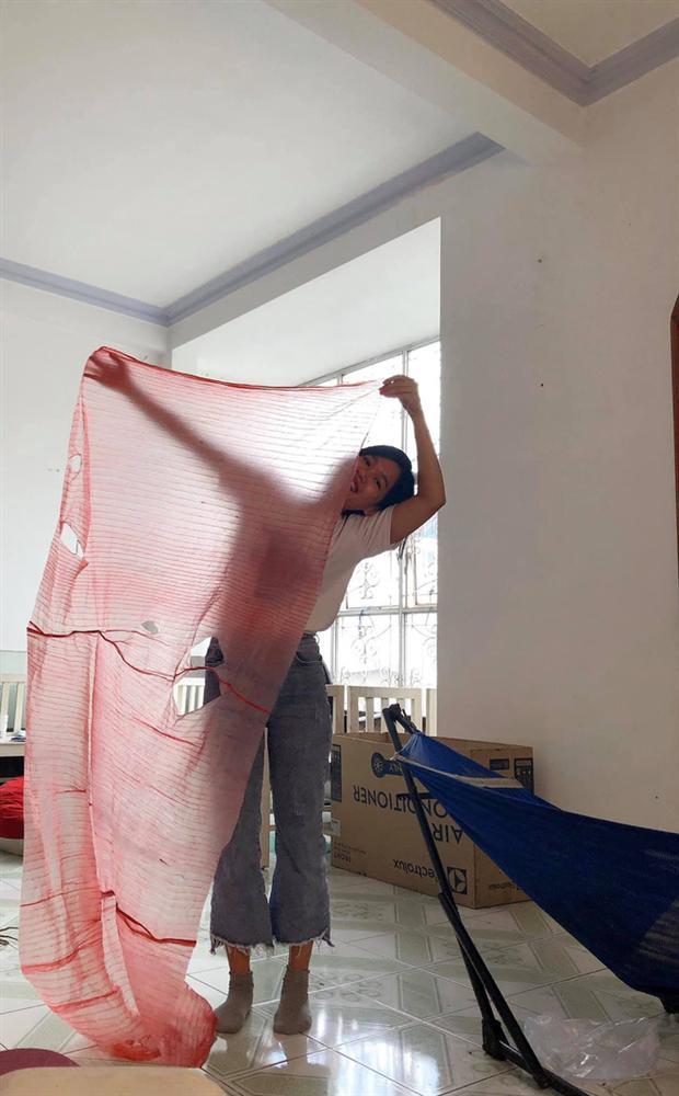 Hí hửng mua cua về tẩm bổ, cô gái cạn lời với đống dây buộc trải ra dài và rộng như... thảm đỏ-3