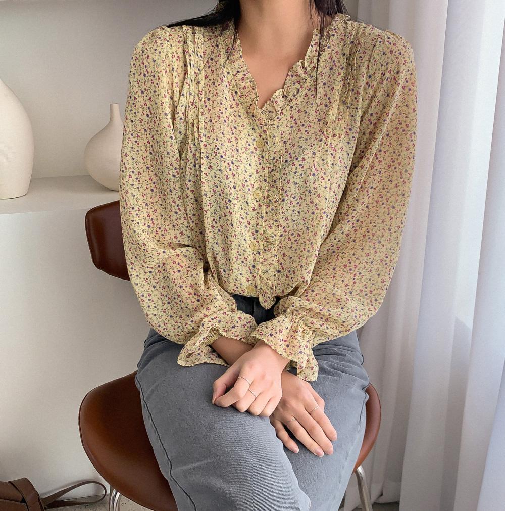 Ngắm là muốn sắm bằng hết 4 mẫu áo sơ mi/blouse được hai chị đẹp lăng xê trong Crash Landing On You-12