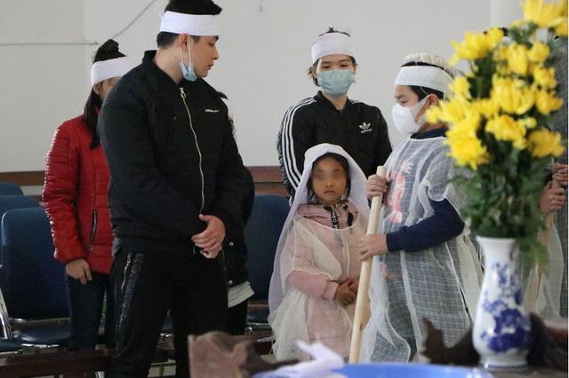 Mẹ tử nạn khi dắt con ăn xin trên cầu Thanh Trì: Bé gái 7 tuổi bây giờ ra sao?-2
