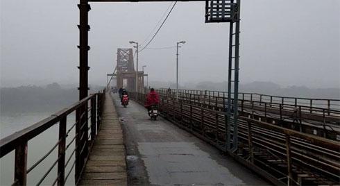 Hà Nội chìm trong sương mù, chất lượng không khí chạm ngưỡng