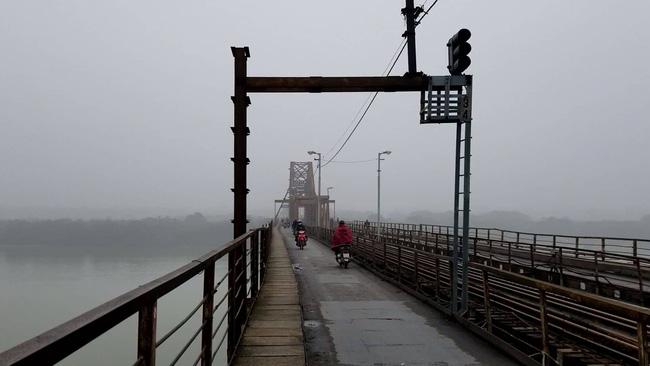 Hà Nội chìm trong sương mù, chất lượng không khí chạm ngưỡng nâu, cảnh báo nguy hại cho sức khỏe-4
