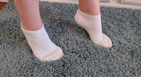 Nếu con bạn thường xuyên đi kiểu này, hãy cẩn thận bởi có thể là dấu hiệu bệnh nguy hiểm
