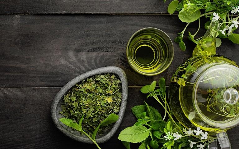 10 công dụng hay của  hương nhu cho trẻ em và người lớn-3