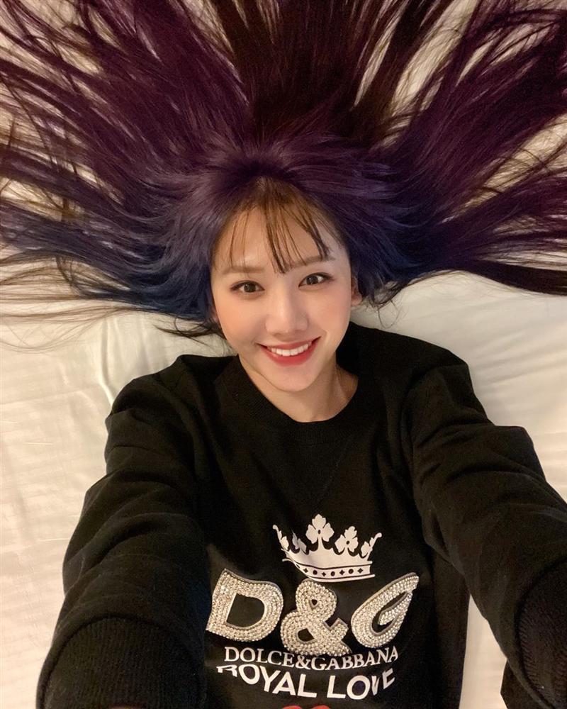 Hơn 30 tuổi, lần đầu tiên Hari Won chơi lớn đến mức này: Nhuộm hẳn tóc tím omber chất nhất quả đất luôn-4