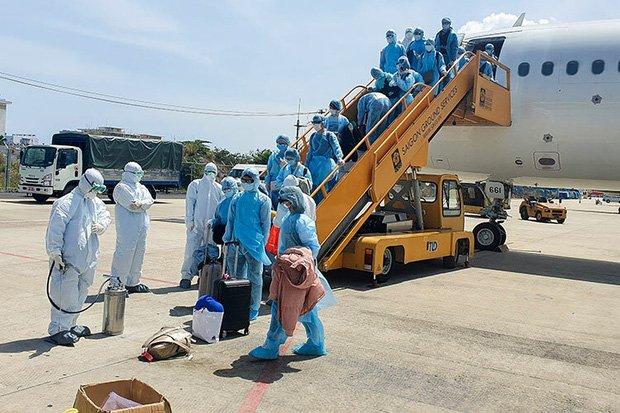 Vụ 80 người từ tâm dịch Daegu đến Đà Nẵng: 1 nam thanh niên bị sốt, 20 khách Hàn Quốc tạm chấp nhận cách ly tại bệnh viện-1