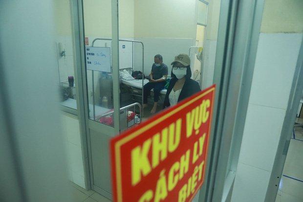 Vụ 80 người từ tâm dịch Daegu đến Đà Nẵng: 1 nam thanh niên bị sốt, 20 khách Hàn Quốc tạm chấp nhận cách ly tại bệnh viện-5