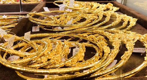 Giá vàng hôm nay 25/2, tăng giá từng giờ, vọt lên đỉnh 7 năm