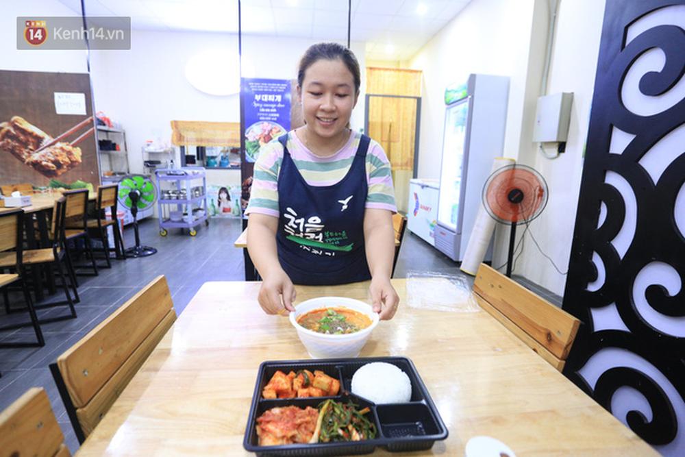 Vụ đoàn khách Hàn Quốc chê ăn uống tồi tệ khi cách ly ở Đà Nẵng: Nhà hàng nấu 22 suất cơm nói gì?-1