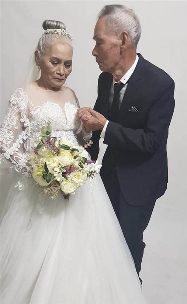 Bộ ảnh cưới đặc biệt của hai cụ già U80 khiến dân mạng nhiệt tình thả tim-1