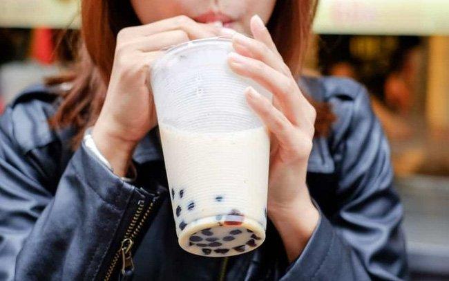 Trà sữa là một trong 2 thực phẩm dễ khiến mạch máu bị tắc nghẽn, gây nhồi máu não-2