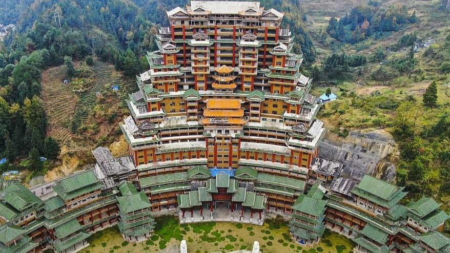Tòa nhà cổ 24 tầng làm bằng gỗ thông ở Trung Quốc