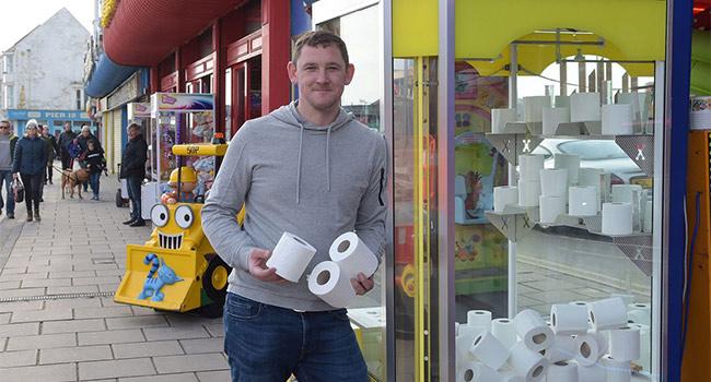 Anh: Khi giấy vệ sinh trở thành phần thưởng quý trong mùa dịch