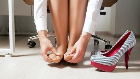 Những tác hại của việc đi giày cao gót mà nữ giới có thể gặp phải