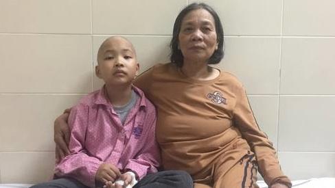 Hai bà cháu cùng ung thư, gia đình nghèo bất lực