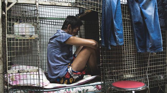 Cư dân 'chuồng chim' ở Hong Kong với muôn vàn cách chống dịch Covid-19
