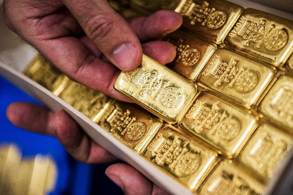 Giá vàng hôm nay 27/2: Dân đổ xô mang vàng đi bán đẩy giá vàng 9999 xuống sâu-1