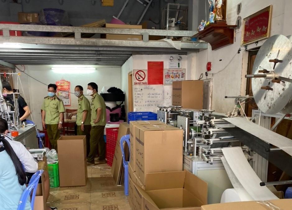 Chủ cơ sở sản xuất khẩu trang bằng giấy vệ sinh: Do nghỉ Tết không có vật tư-2