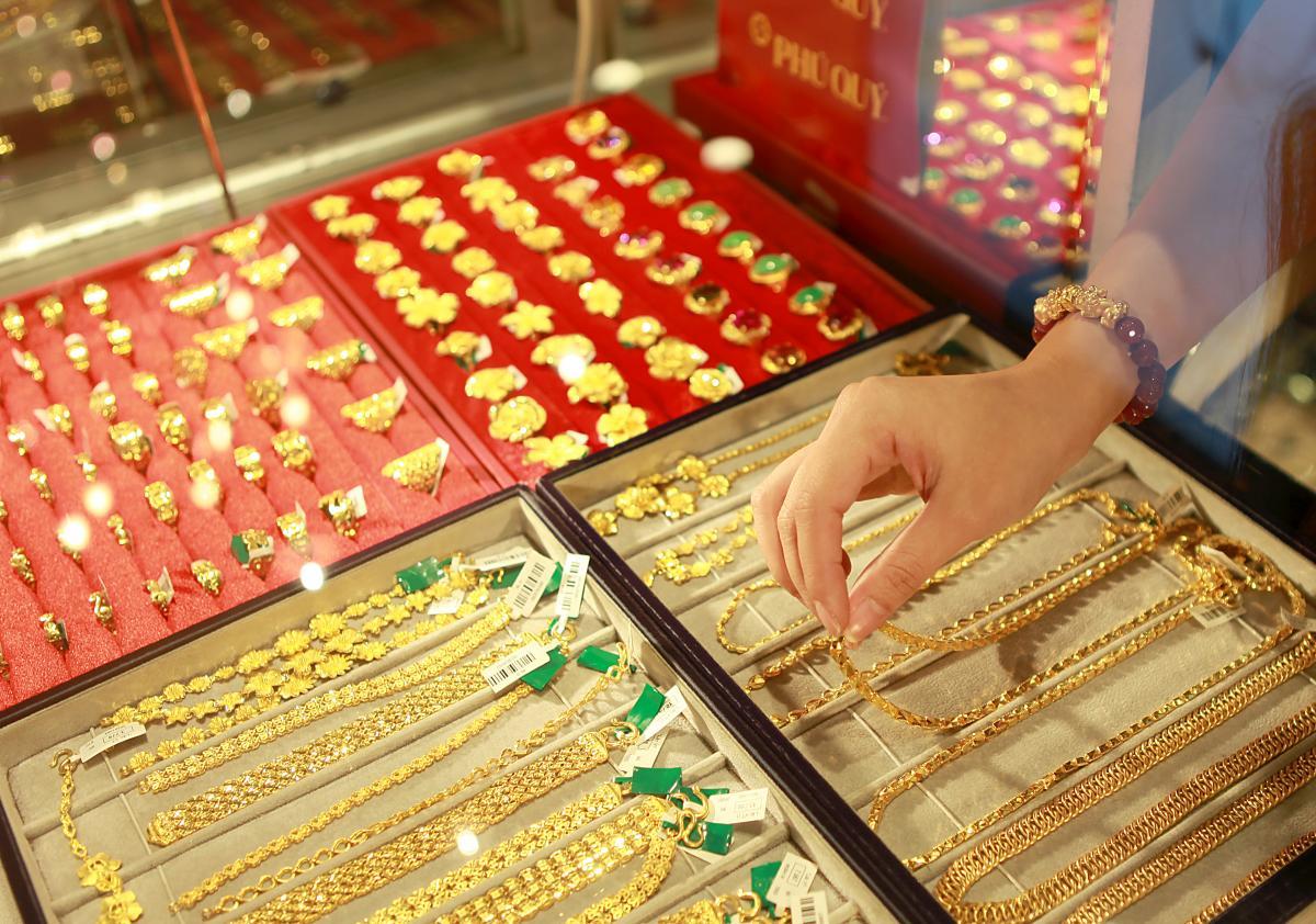 Giá vàng hôm nay 15/2: Dịch Covid-19 diễn biến phức tạp, giá vàng 9999 tăng vùn vụt-1