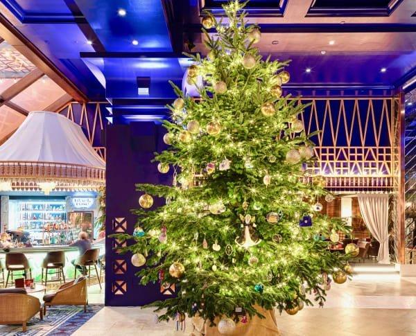 Chiêm ngưỡng cây thông Noel đắt nhất thế giới làm từ kim cương và sapphire