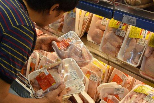 Gà đông lạnh ồ ạt về Việt Nam, giá thịt gà trong nước có bị ảnh hưởng?