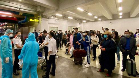 Khẩn cấp giải tỏa ách tắc tại sân bay Nội Bài do người từ vùng dịch Covid-19 về tăng vọt